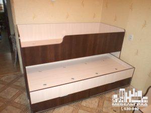 Мебель для детской комнаты: двух-ярусная кровать выдвижная. Коричневая