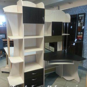 Мебель для детской комнаты: стол с открытыми и закрытыми полками