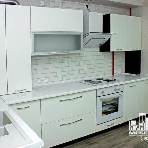 Кухня стильная светлая современная белая с глянцевыми фасадами