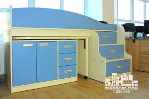 Мебель для детской комнаты: двух-ярусная кровать и стол. белый с голубым