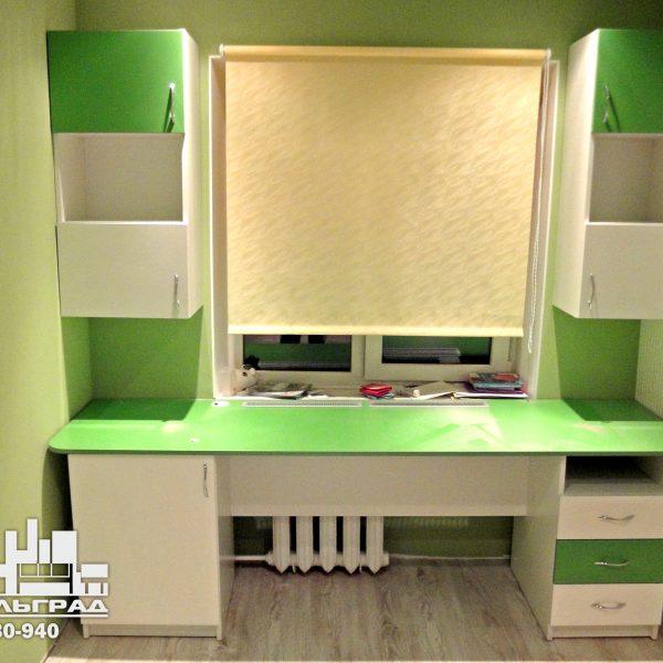Зеленая детская мебель Калининград Мебель для детской комнаты: стол, стеллажи, полки белый с зеленым