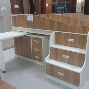 Мебель для детской комнаты: двух-ярусная кровать и стол