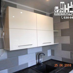 Стильная совремСтильная современная кухня с белыми фасадамиенная кухня с белыми глянцевыми фасадами