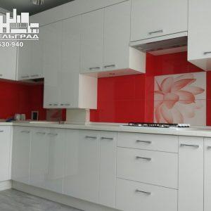 Современная кухня Калининград Стильная современная кухня с белыми глянцевыми фасадами