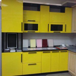 Яркая стильная желтая кухня