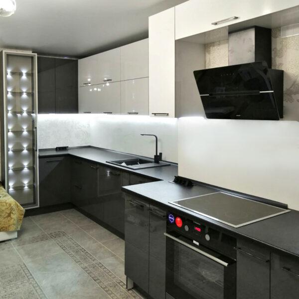 Кухня с витриной Кухня на заказ в Калининграде Купить кухню