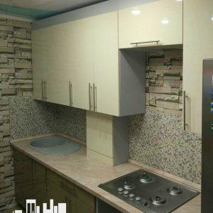 Кухня стильная светлая современная белая и кофейная с глянцевыми фасадами