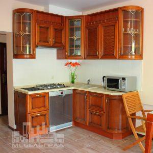 Шикарная классическая кухня с итальянскими фасадами из натурального дерева