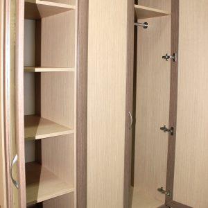 Шкаф трех створчатый